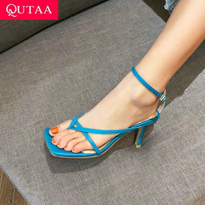 QUTAA 2021 النساء الصنادل موضة رقيقة عالية الكعب أحذية نسائية جلد طبيعي الكاحل حزام مشبك الصيف السيدات مضخات حجم 34-39