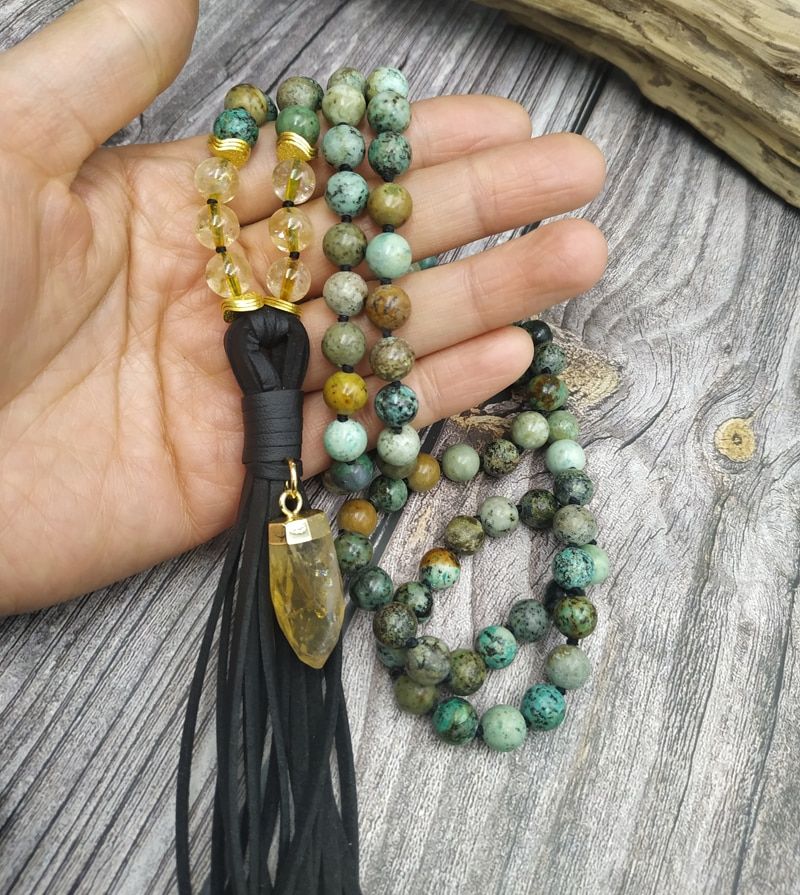 Collar hecho a mano de nudo de cuentas de piedra con colgante de cuero citrino YA4084