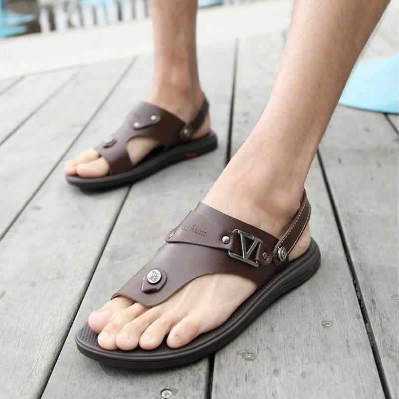 2021 جديد حذاء رجالي موضة بلون بولي Flops الوجه يتخبط المعادن الخامس ديكور كعب مسطح عدم الانزلاق مريحة صندل كاجوال 3KC193