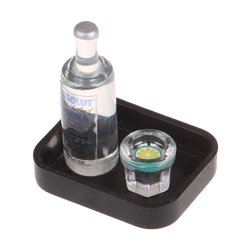 4 pçs/set 1/12 dollhouse simulação em miniatura resina vodka garrafa de vinho copo bandeja conjunto bebida modelo brinquedo para casa boneca decoração