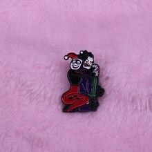 Le Joker et Harley Quinn épinglette en émail métallique mon couple de clown préféré quelle relation na pas ses hauts et ses bas?