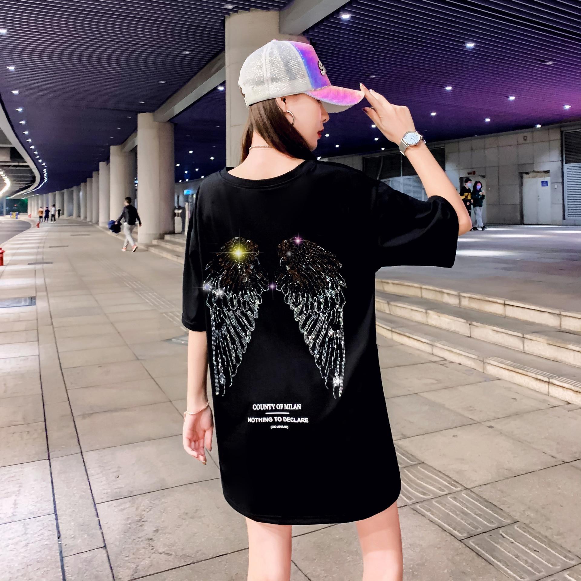 Camiseta de manga corta con alas calientes de perforación pesada, camiseta Base de ocio callejero para mujer, camiseta blanca y negra con el viento que falta más bajo