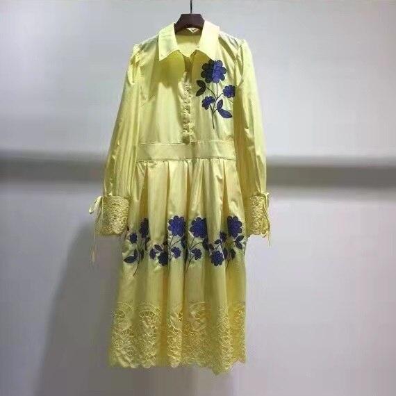 فستان من القطن عالي الجودة لربيع وصيف 2022 للسيدات بياقة مقلوبة مطرزة فاخرة وأكمام طويلة فستان أبيض أصفر متوسط الساق