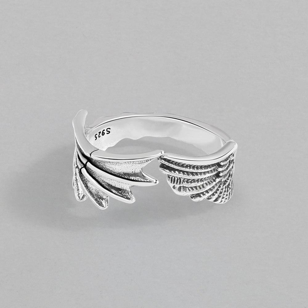 Женское-кольцо-с-ангельскими-и-дьявольскими-крыльями
