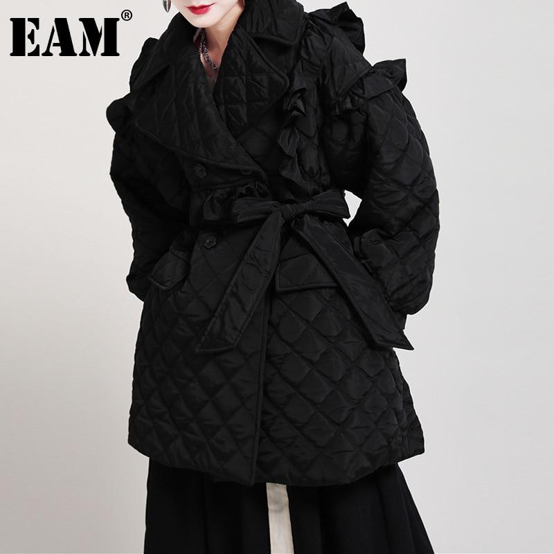 [EAM] الكشكشة الأسود ضمادة القطن معطف مبطّن طويلة الأكمام فضفاضة تناسب المرأة سترات الموضة المد جديد خريف شتاء 2021 1DD2161