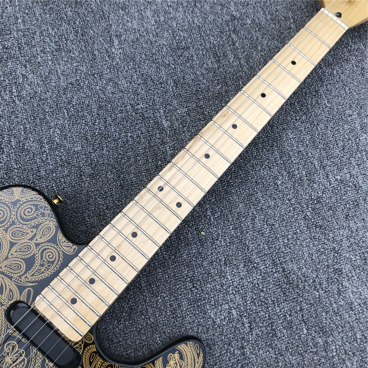 Golden Pattern Solid wood TL Electric Guitar with Maple Fingerboard enlarge