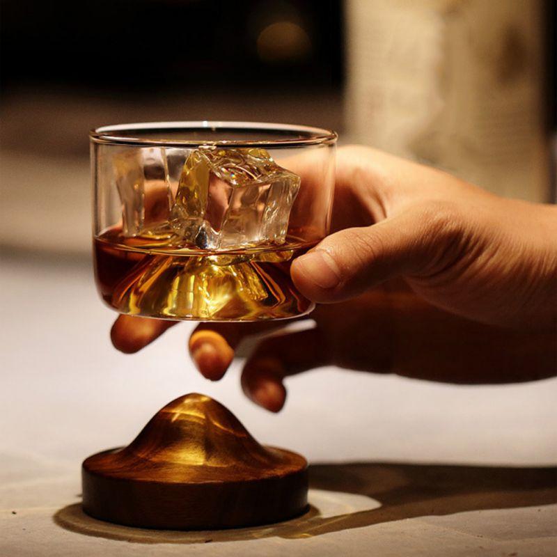 Conjunto Copo De Uísque Irlandês Pequena Montanha de Vidro À Moda Antiga com Base De Madeira Original Do Presente do Amante de Scotch Whisky 4oz