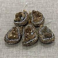high quality irregular natural stone crystal yellow diamond white diamond inlaid black gemstone luxury necklace resin charm