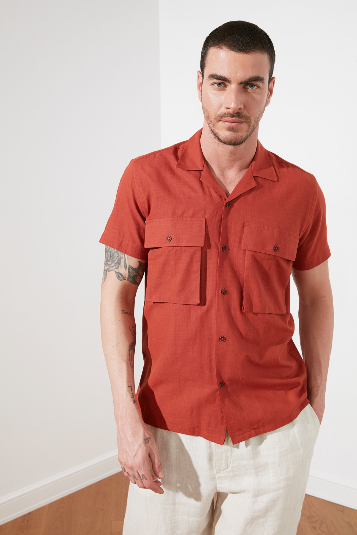 Trendyol Male Regular Fit Apaş Collar Short Sleeve Double Clamshell Pocket Shirt TMNSS21GO0154