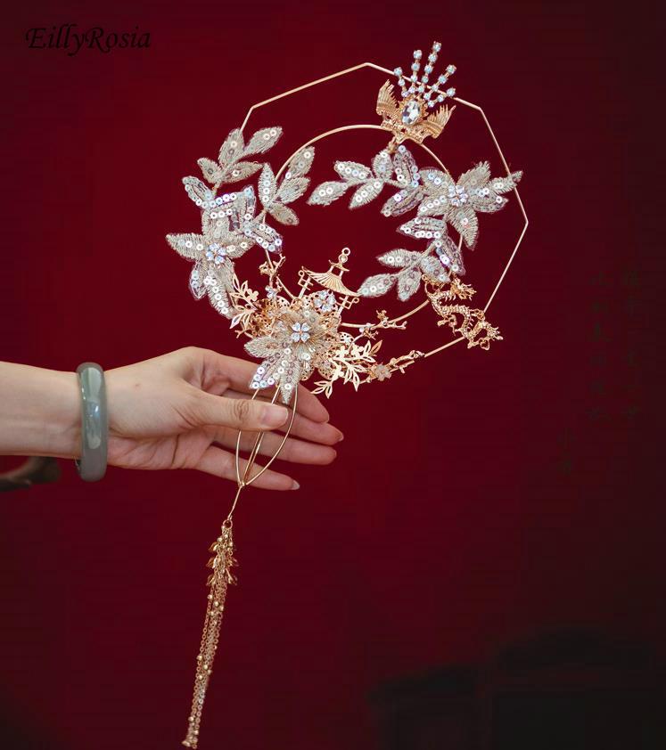 جديد الصينية الكلاسيكية الزفاف مروحة القديمة الذهبي خمر شمعدان معدني أحمر شرابة مطرزة النساء باقة الزفاف لفستان العروس Xiuhe