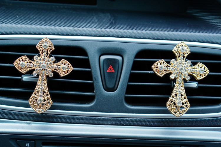 Jesus Crucifix Cross Air Freshener Clip Car Perfume Decoration Air Conditioner Outlet Car-styling Auto Accessories Fragrance