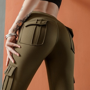 Женские спортивные штаны-шаровары камуфляжной расцветки с высокой талией и карманами