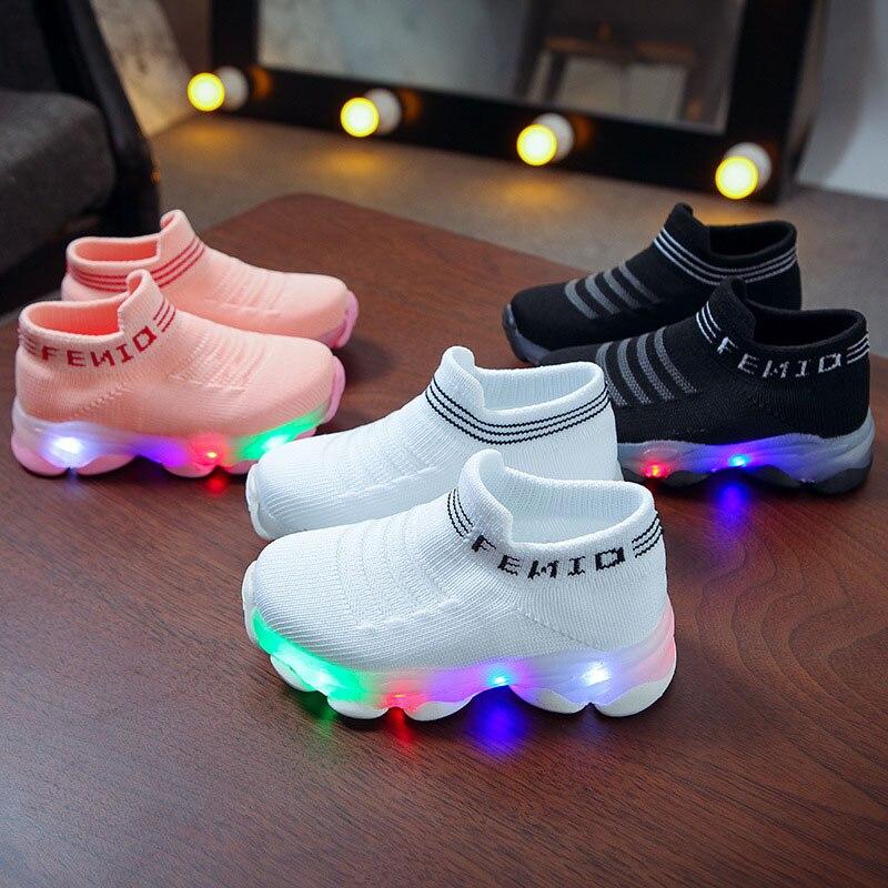 Детские кроссовки для мальчиков и девочек, сетчатые светящиеся носки с надписью, спортивные кроссовки для бега, обувь с светильник кой…