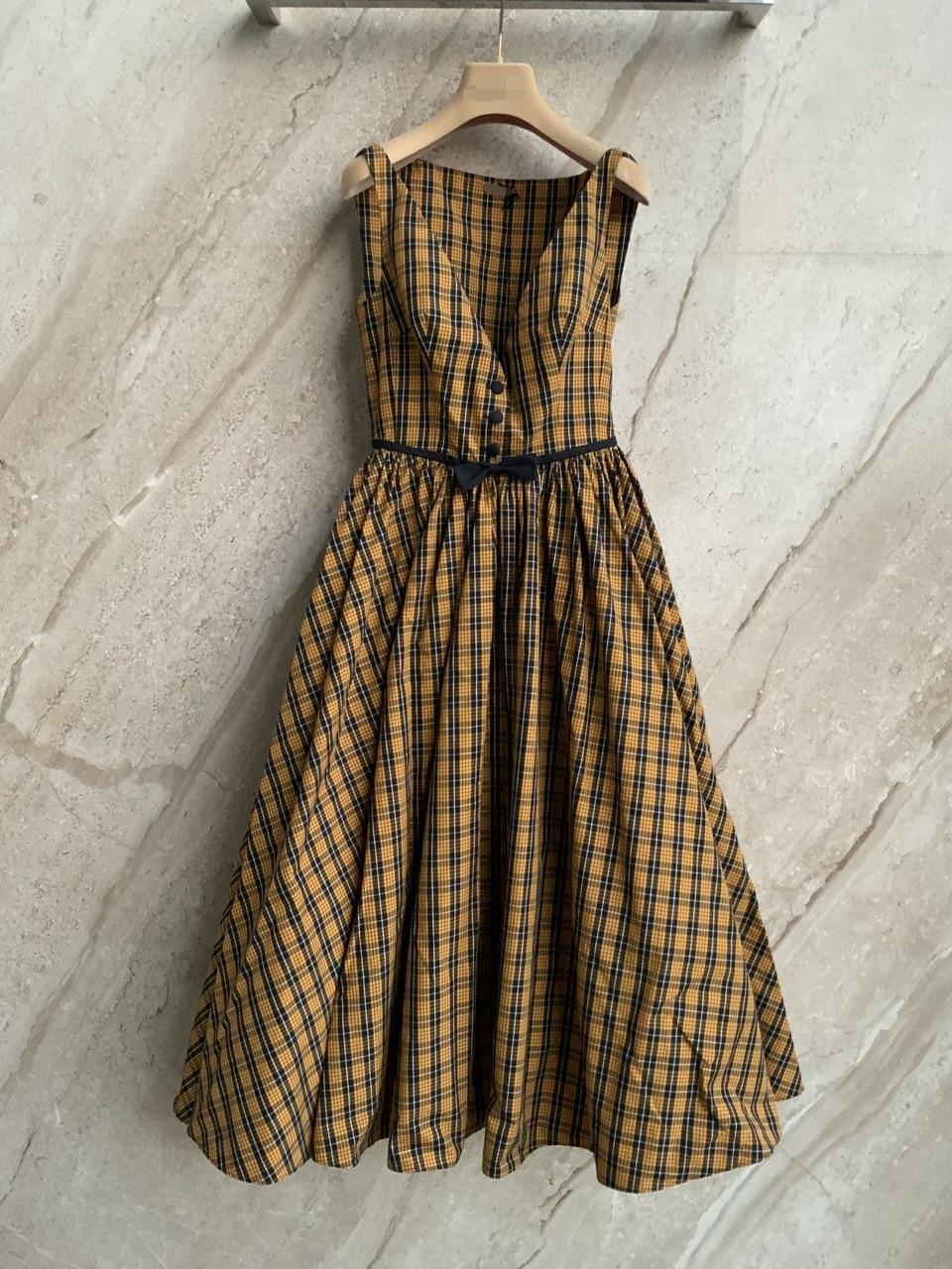 فستان نسائي جديد موضة 2021 بدون أكمام بياقة على شكل v منقوش 0626
