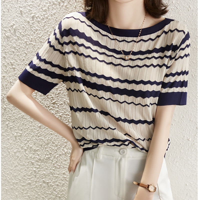 2021 Contrast wavy stripes, pick holes, refreshing knit short-sleeved T-shirt top, summer tide fashion ladies clothes