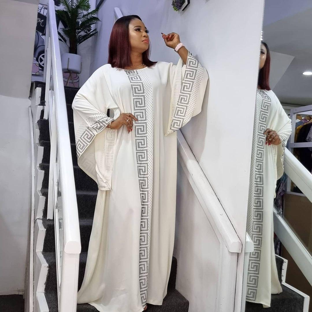 فستان Dashiki من الحرير المقلدة مطرز بالخرز عباية دبي ماكسي بازين تصميم أفريقي عتيق بأكمام طويلة رداء ثوب مثير لحفلات السيدات