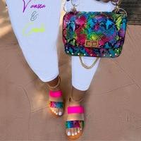 Босоножки с открытым носком и двойным ремешком, летние неоновые туфли с принтом змеиной кожи и кошелек, комплект женских босоножек, 2021