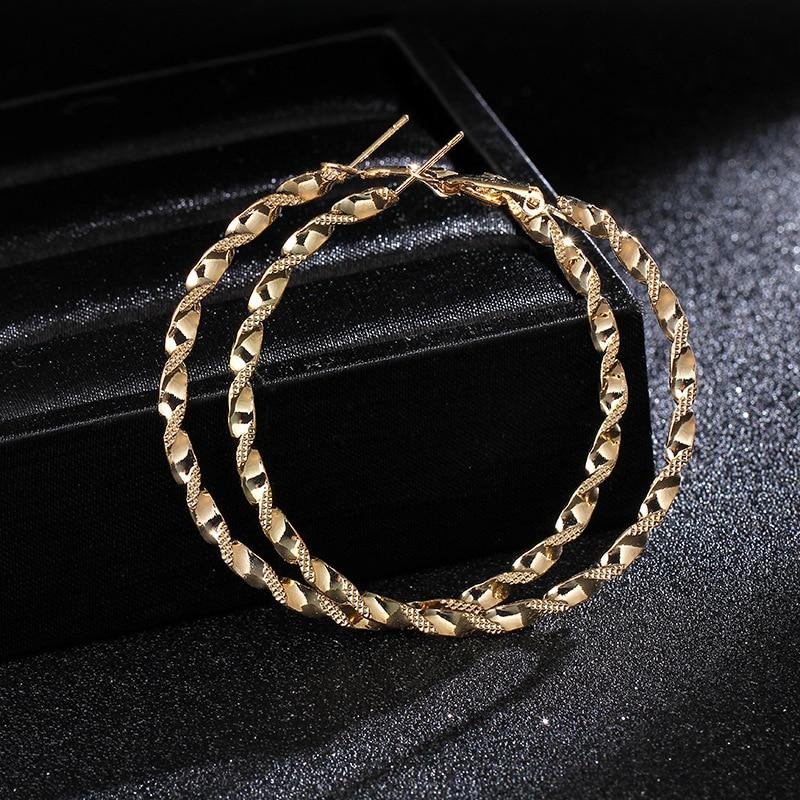 Punk Metal tallado flor Pendientes argolla trenzados para las mujeres de 60mm de diámetro Color oro criollo círculo bucles señoras parte Pendientes de botón Pendientes