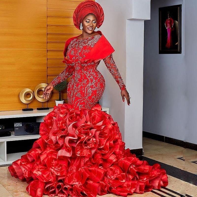 فساتين سهرة بحورية البحر باللون الأحمر من Aso Ebi مع الكشكشة السفلية وأكمام طويلة مزينة بالخرز فستان رسمي للحفلات الراقصة مقاس كبير رداء السهرة