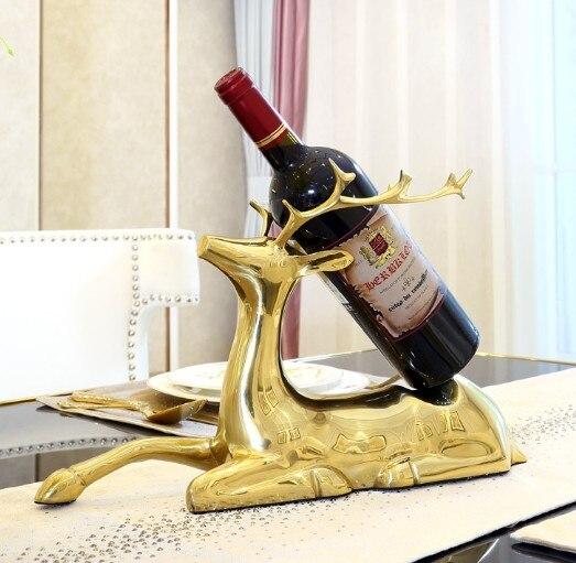 Estante de vino de alce de cobre puro que configura la sala de modelos creativos europeos, decoración de gabinete de vino de lujo de alta calidad