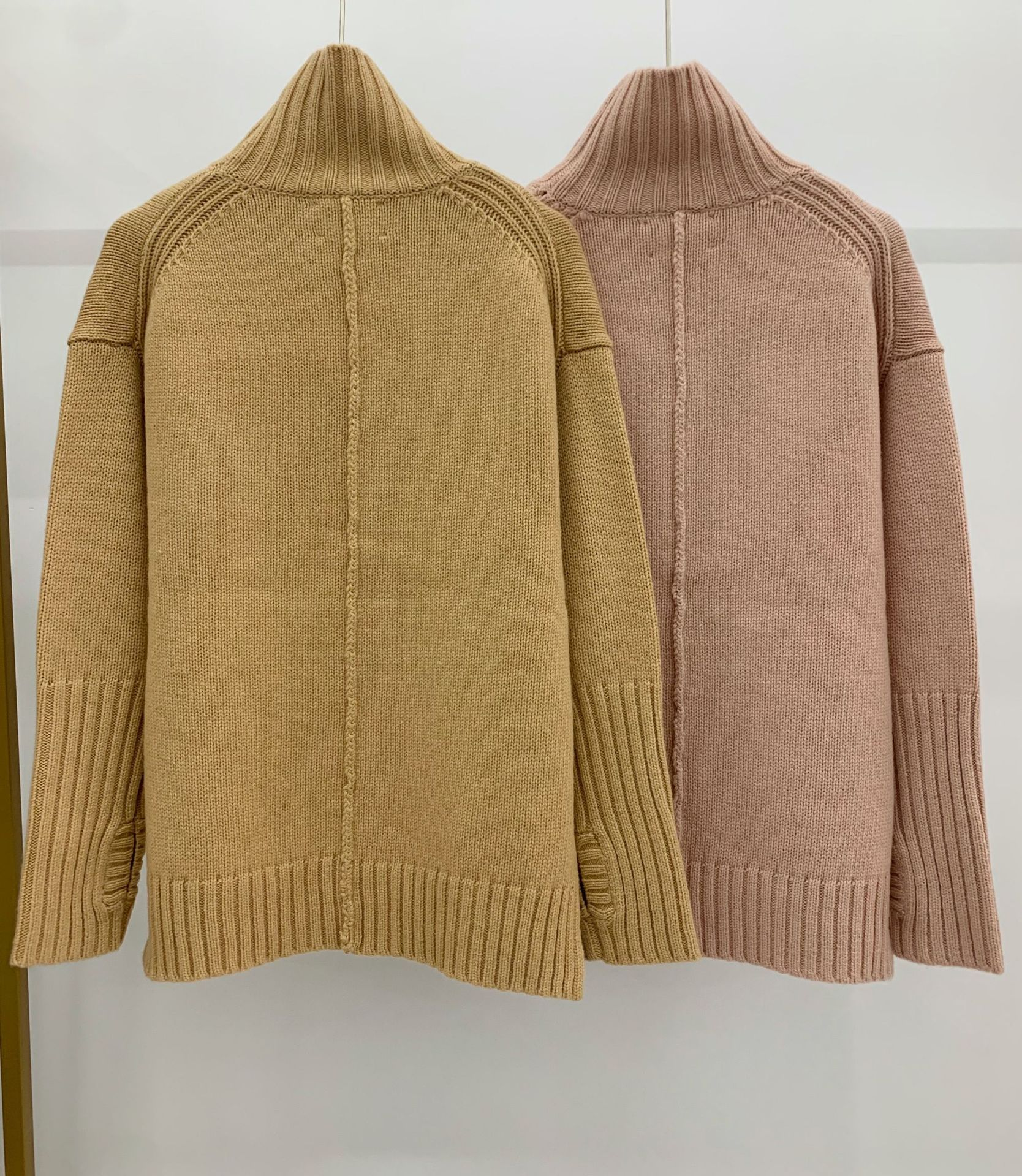 2021 Autumn and Winter New High-necked Letter Gold and Silver Thread Design Wool Cashmere Knitted Sweater Girl enlarge