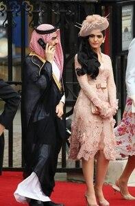 Lace Celebrity Dresses A-line Long Sleeves Knee Length Flowers Short Famous Formal Red Carpet Dresses