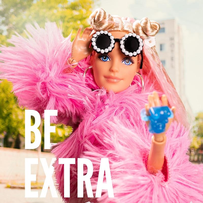 Barbie-Muñeca Extra Rosa mullida, abrigo, pelo largo, con múltiples articulaciones flexibles, edición...
