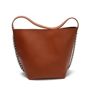 European and American Fashion Bucket Bag New Women's Bag Simple Shoulder Bag Retro Chain Decoration Big Bag Fashion