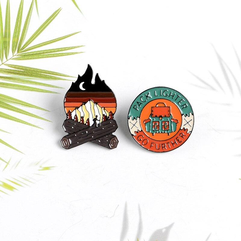 Al aire libre de la montaña de Noche Estrellada salvaje esmalte Pin de Camping senderismo broches bolsa ropa Pin de solapa aventura insignia regalo de la joyería