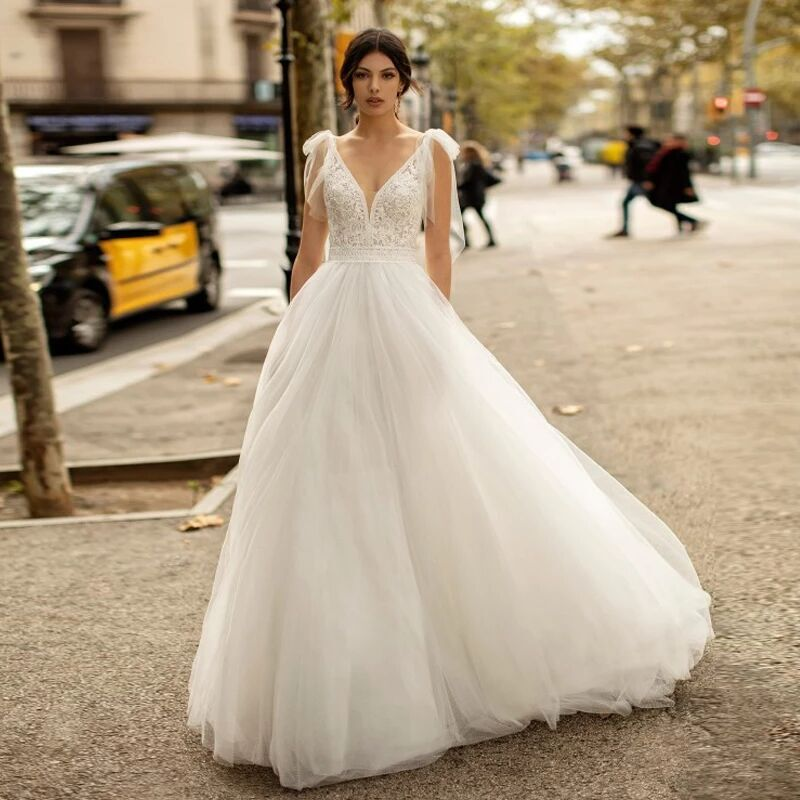 Review Double V Neck Beading Lace Tulle Wedding Dress 2021 New Women Ball Gown Robe De Mariage Backless Tie Straps Princess Bridal Gown