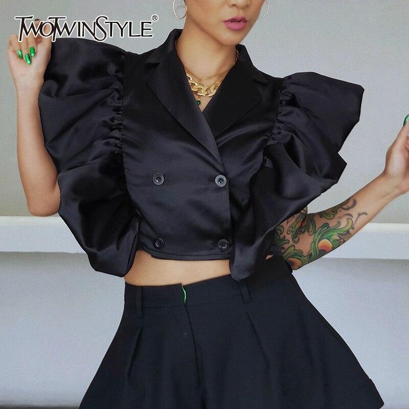 TWOTWINSTYLE الأسود المرقعة الكشكشة قميص للنساء التلبيب S قصيرة الأكمام بلوزة غير رسمية الإناث موضة جديدة الملابس 2021 أنيق