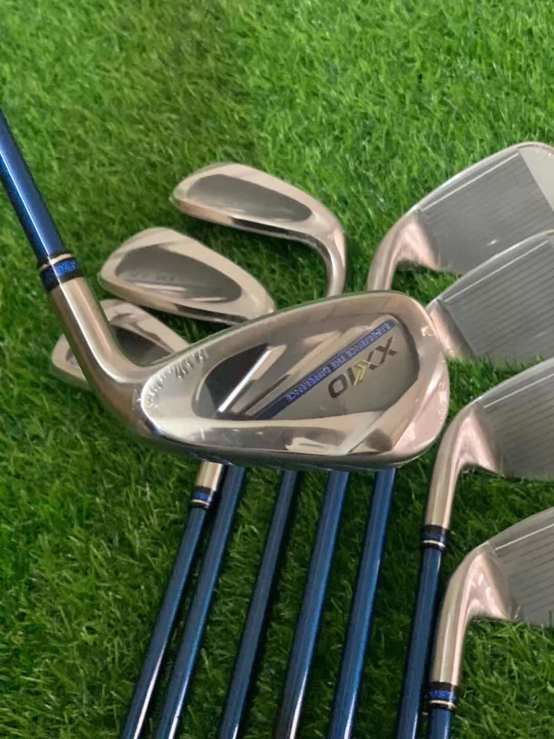New XX10 men's golf clubs MP1100 irons MP 1100 golf irons set with protective cover Graphite/steel shaft golf clubs 8 packs