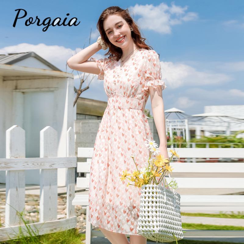 Элегантное шифоновое розовое расклешенное платье с цветочным рисунком и рукавами в французском стиле