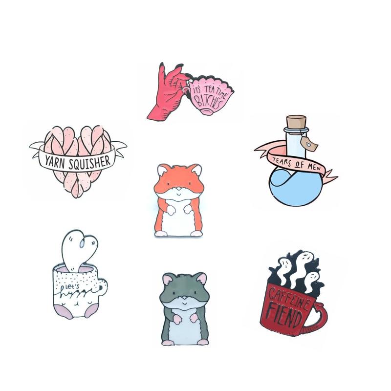 Taza de copa de amor rosa de copa de mano roja taza de dibujos animados lindo animal de miedo serie de insignias broche camisa mochila regalo de joyería