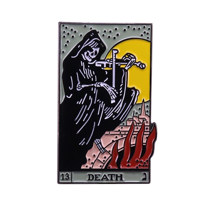 Tarjeta de Tarot de la muerte esmalte Pin cráneo tocando el violín broche de inspiración regalo bruja Gypsy adivino insignia gótica