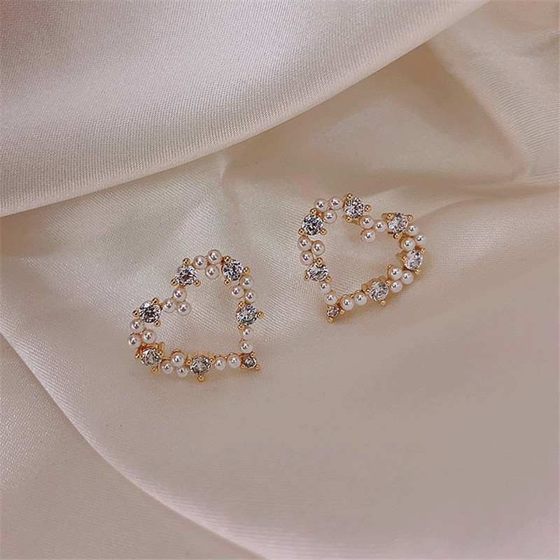 MWsonya nueva moda Metal hueco corazón Sweet Stud pendientes para las mujeres geométrica elegante perla partido Bijoux Brincos joyería