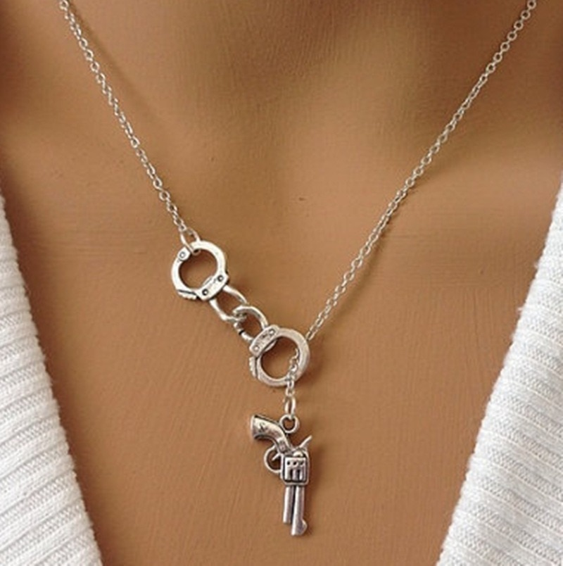 Женское Ожерелье с пистолетом, Женское Ожерелье, цепочка, геометрические влюбленные, наручники, кулон, ювелирное изделие в стиле панк, Европа, золотой цвет, модное колье из сплава