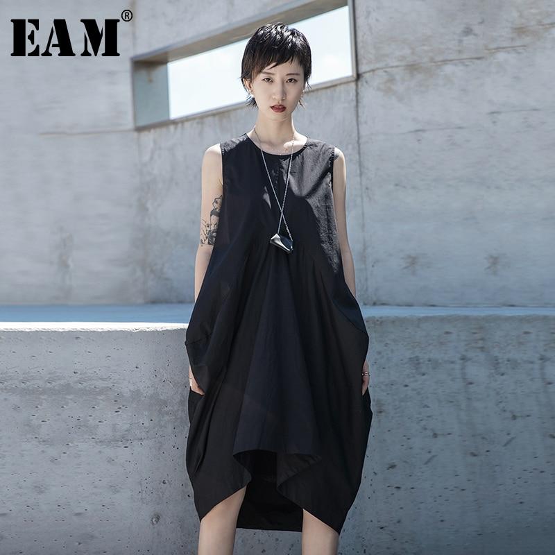 [EAM] vestido de temperamento negro plisado con articulación dividida para mujer, nuevo cuello redondo sin mangas, corte holgado a la moda para primavera y verano 2020 1S678