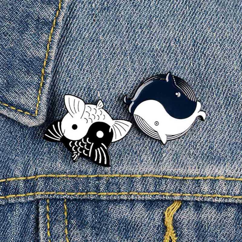 Dibujos Animados lindos broches de ballena Koi Yin Yang Taichi esmalte Pin ropa camisa Pines de solapa mochila pescado insignia regalo de la joyería para amigos