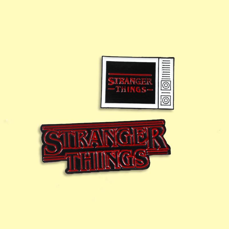 Broche de esmalte stranger things, personagem vermelho de esmalte, broche, mochila, pin de lapela, joias retrô para amigos
