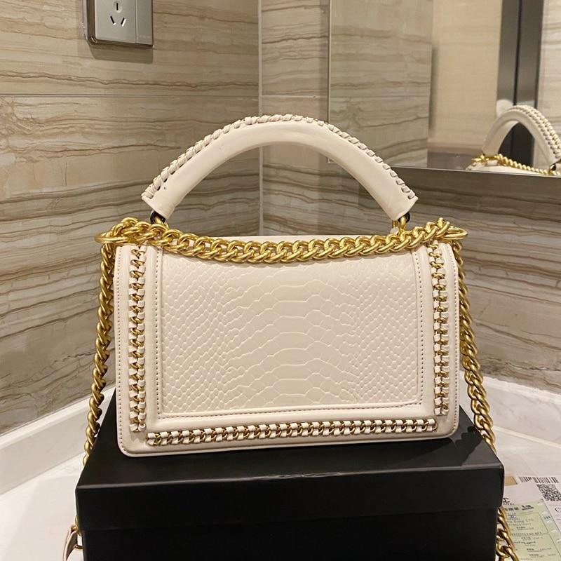 2021 حقيبة جلدية فاخرة التصميم Lingge تسمية الذهب حقيبة كتف نسائية عصرية غير رسمية عالية الجودة حقيبة ساعي حقيقية