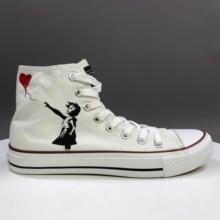 Wen Original blanc peint à la main chaussures Design personnalisé ballon rouge une petite fille haut haut toile baskets pour hommes femmes
