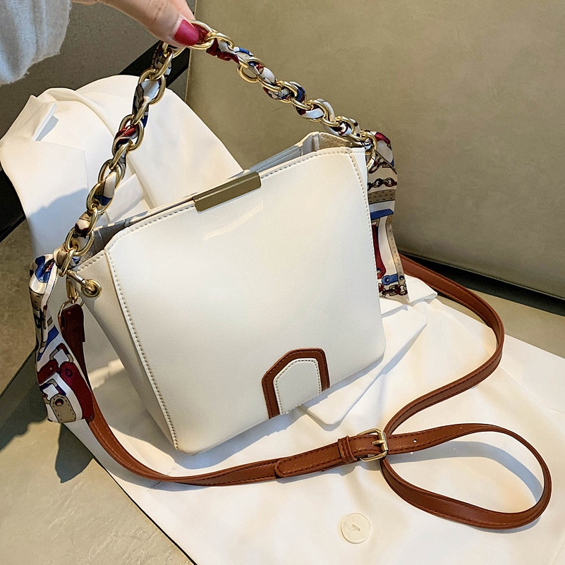 Luxury Large-capacity Female Bag 2021 New Trendy High-quality Texture Single Shoulder Messenger Bag Fashion Chain Bucket Bag
