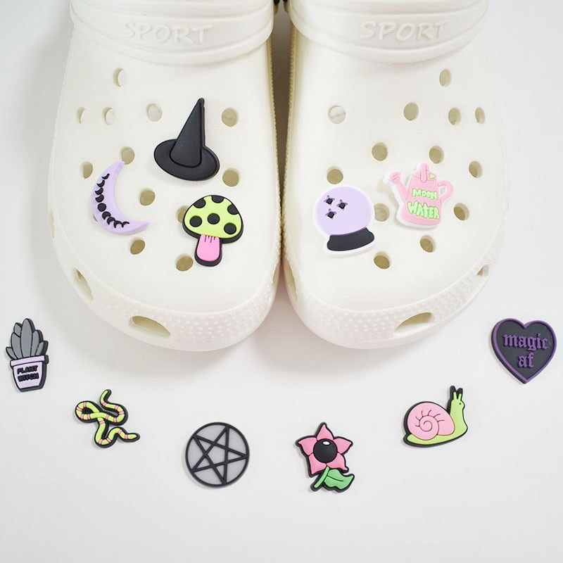 1pc Cartoon Witch Style Shoe Charms Buckles Accessories Fit Croc JIBZ Sandals Garden Shoes Decoratio