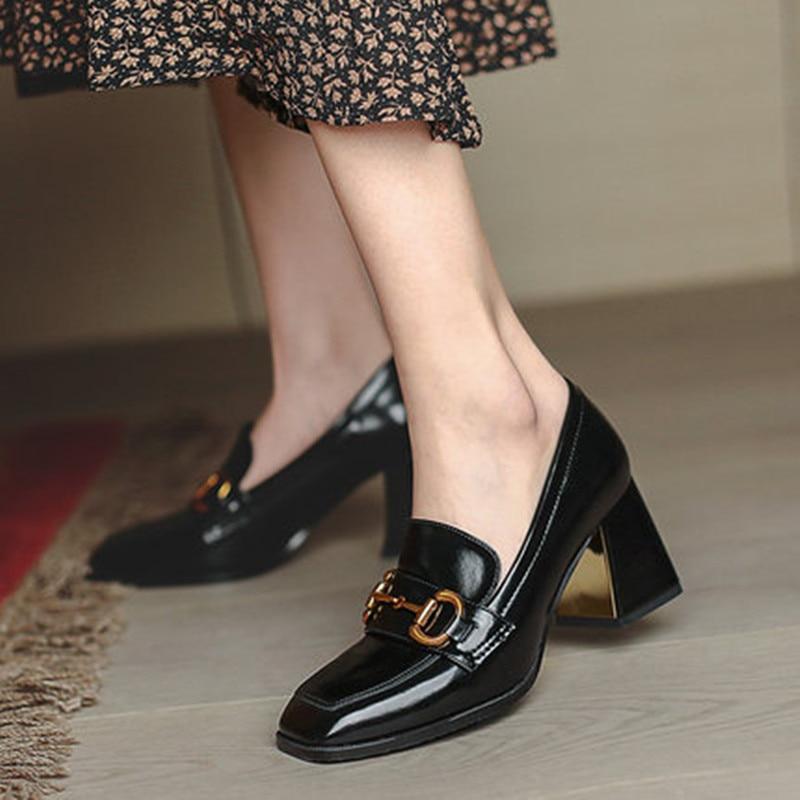 أحذية نسائية جديدة موضة ربيع 2021 بكعب عالي مقاس كبير 43 أسود سميك مع مضخات للحفلات والمكاتب أحذية زفاف جلدية