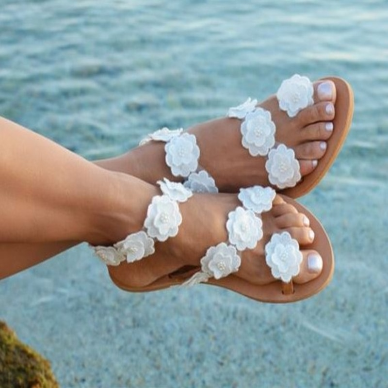 Sandalias de estilo bohemio para mujer, zapatos de verano planos, sandalias de playa, chanclas de flores de 2019, zapatos de talla grande para mujer