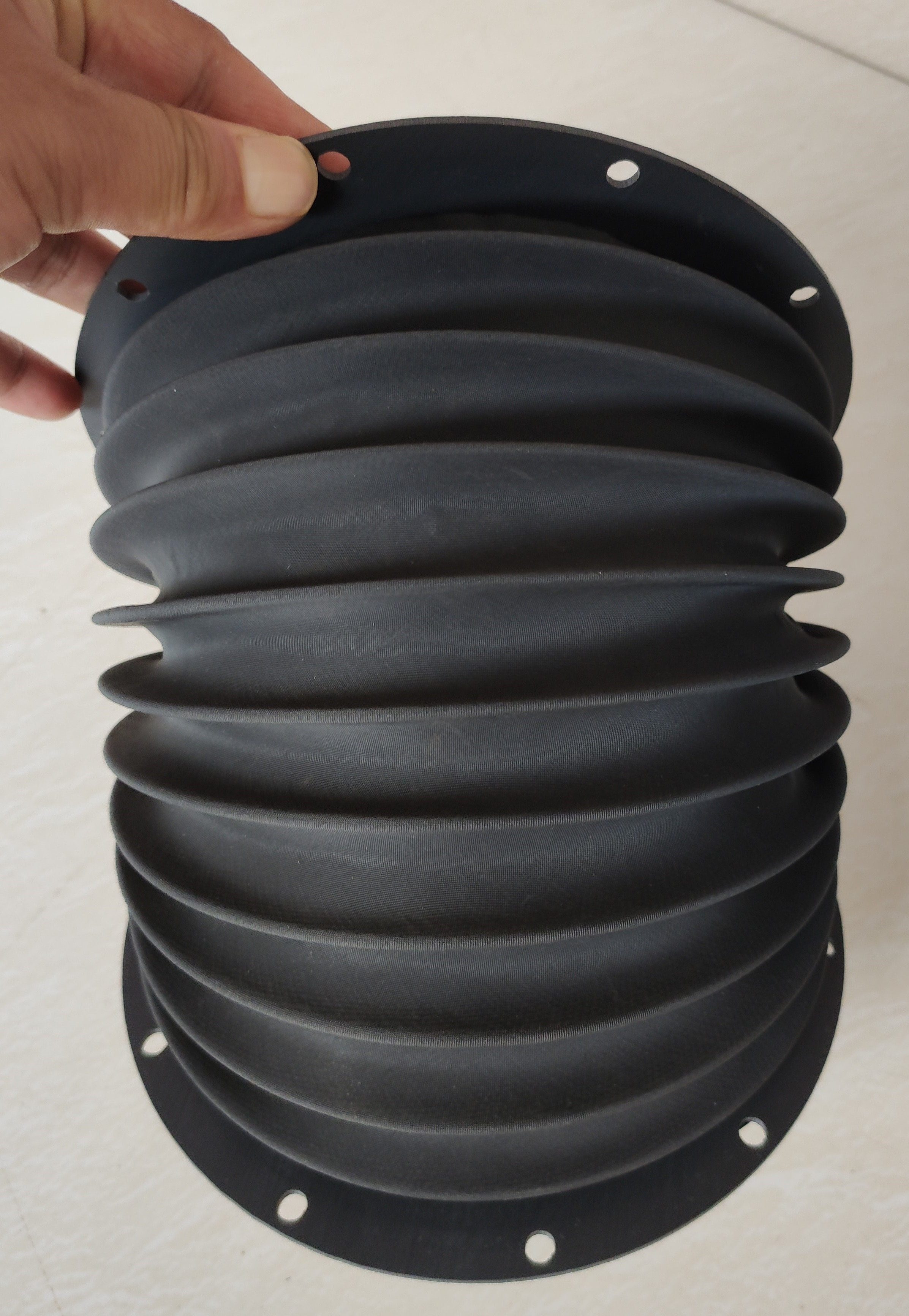 Fuelle redondo para rectificadora, ID 148mm, Lmax 300mm, terminación de brida de PVC con agujeros
