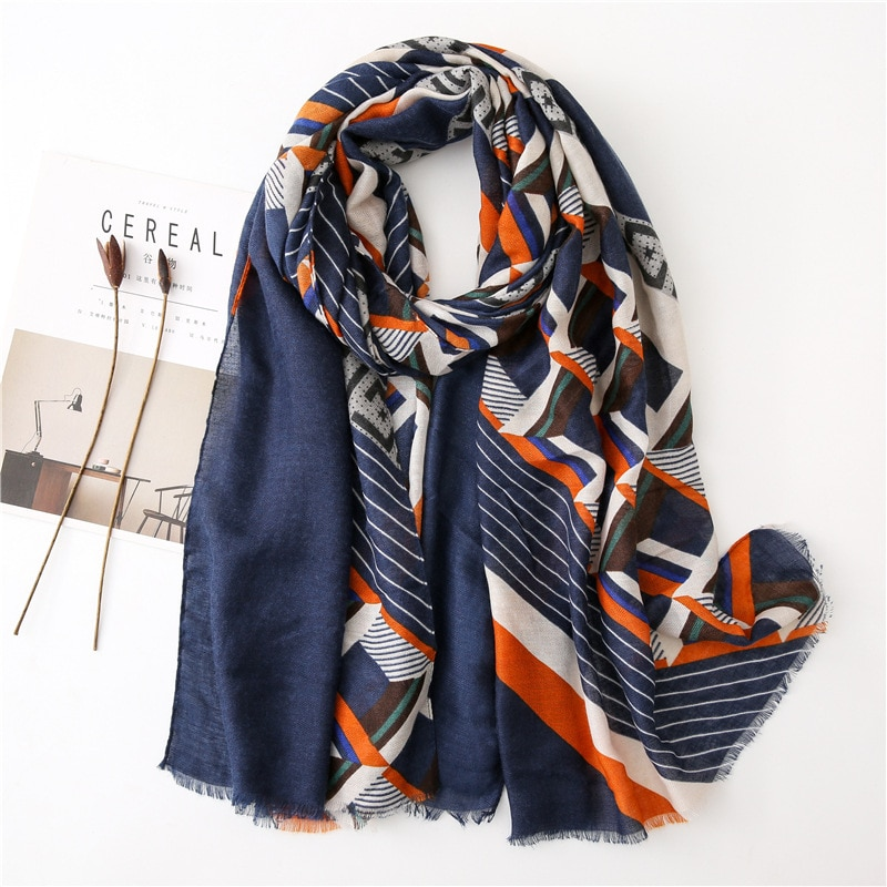 Spain Luxury Brand New Aztec Geometric Viscose Shawl Scarf Ladies Print Soft Hijabs and Wraps Tassel Stole Muslim Snood 180*90Cm