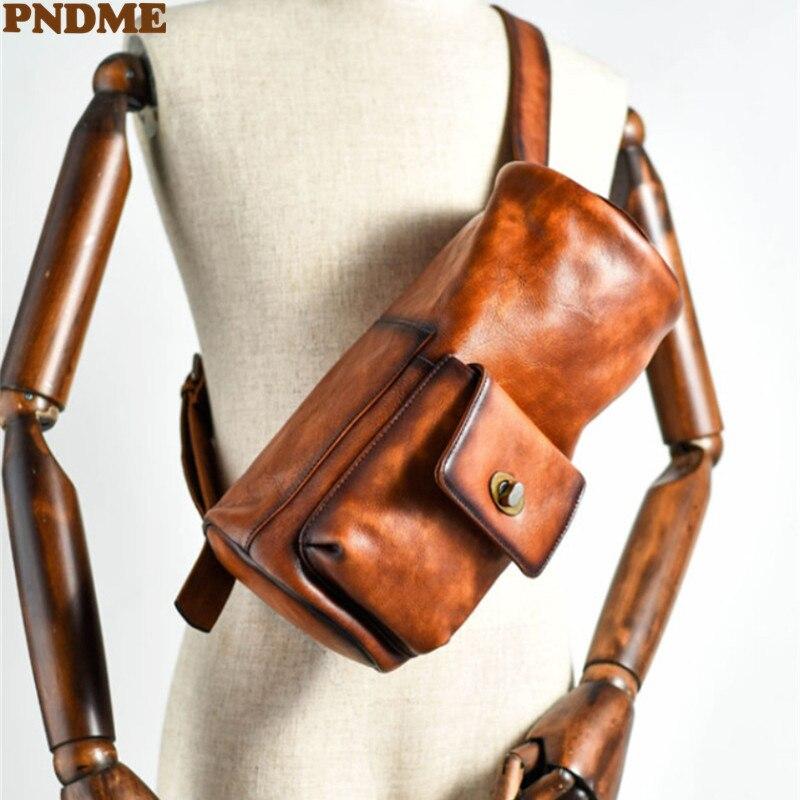 PNDME خمر الطبيعي الحقيقي جلد البقر اسطوانة تصميم الرجال شخصية حقيبة صدر للرجال في الهواء الطلق اليومية جلد طبيعي الشباب حقيبة كروسبودي