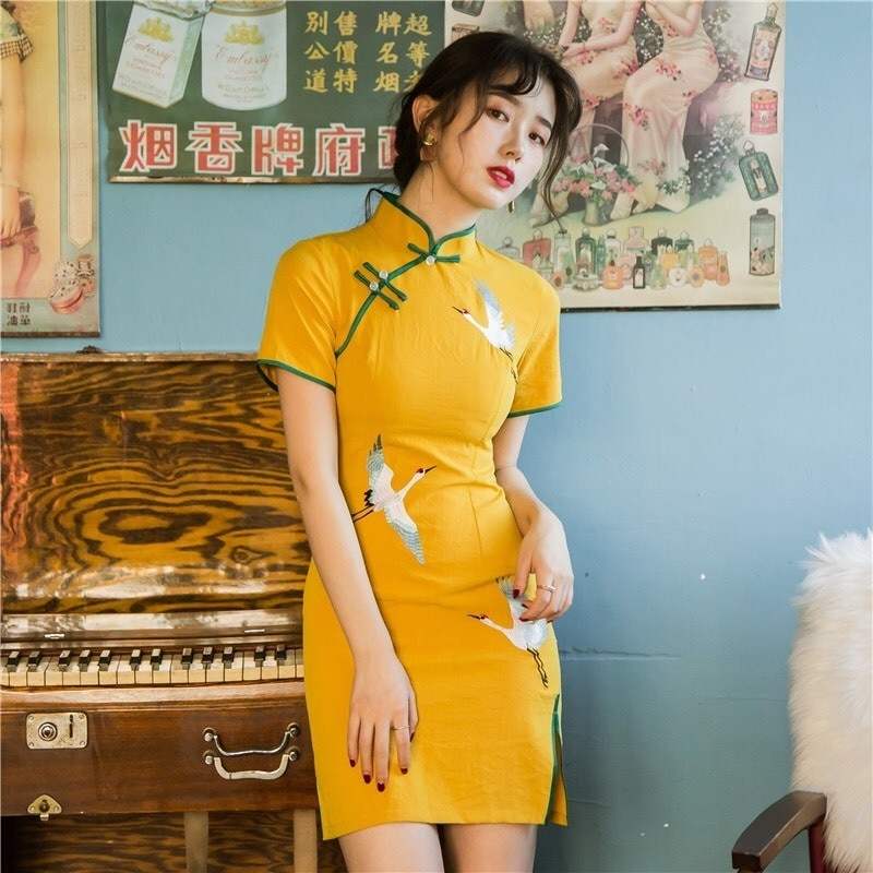 National tide cheongsam new sexy look thin yellow embroidered crane cheongsam young girl Chinese style improved version 2020 new summer new style cheongsam section temperament young section student girls cheongsam improved version of thin dress